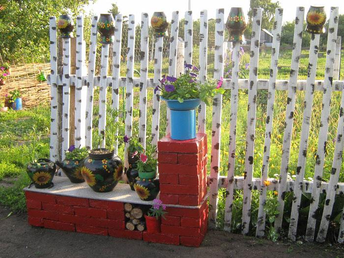 Декоративный забор из подручных материалов